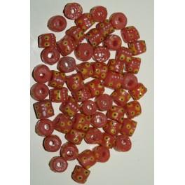 Laksefarvede perler