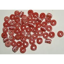 Små laksefarvede perler