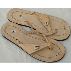 Sandaler med lyst bånd og 1 kauri