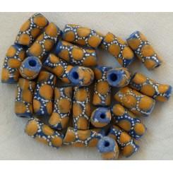 Blå perler med orange pynt
