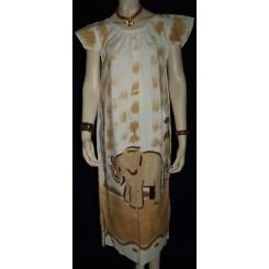 Hvid håndtrykt kjole
