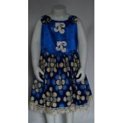 Blå kjole med blå satin bryst