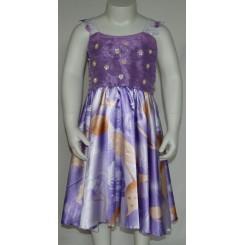 Lilla kjole med blondeærmer