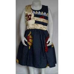 Mørkeblå prikket kjole