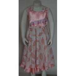 Lyserød kjole med perleærmer 1