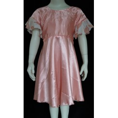 Lyserød kjole med perler