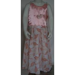 Lyserød kjole med perleærmer