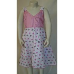 Hvid kjole med lyserøde mønstre